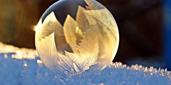 Creative Commons CC0 https://pixabay.com/en/soap-bubble-frost-snow-bubble-1958650/